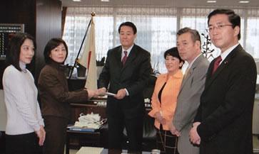 海江田万里経済財政担当相に対し、解雇通告撤回と労使協議継続の指導をするよう要請