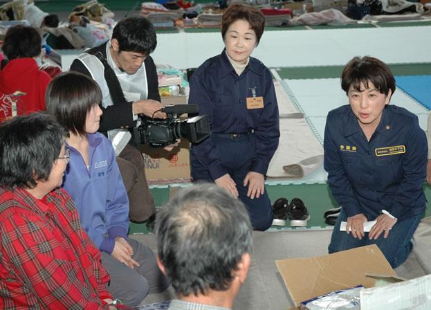 山形の避難所を福島党首が訪問