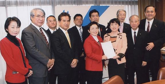 沖縄県議会の意見書で党に要請